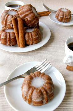 Mini gingerbread bundts with cinnamon glaze. Would be a great baked gift to giv. Mini gingerbread bundts with cinnamon glaze. Would be a great baked gift to give during the holidays. Beaux Desserts, Just Desserts, Delicious Desserts, Dessert Recipes, Yummy Food, Healthy Food, Healthy Eating, Holiday Baking, Christmas Baking