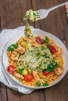 Healthy zucchini pasta with chicken in cream cheese sauce - Gesunde rezepte - Healthy recipes Healthy Pasta Recipes, Healthy Foods To Eat, Healthy Cooking, Mexican Food Recipes, Diet Recipes, Healthy Eating, Cooking Recipes, Ethnic Recipes, Chicken Recipes