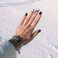 15 Must Try Beauty Nail Designs and Ideas - Fashiotopia Get Nails, Love Nails, How To Do Nails, Hair And Nails, Minimalist Nails, Essie, Manicure Gel, Black Manicure, Manicure Ideas