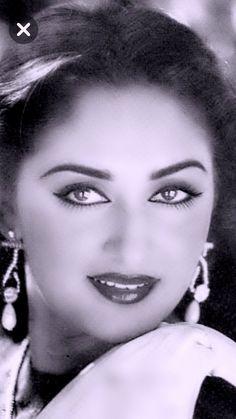 80s Actresses, Indian Actresses, Beautiful Girl Indian, Most Beautiful Indian Actress, Rekha Actress, Bollywood Pictures, Beautiful Bollywood Actress, Classic Beauty