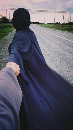 Kaise batau me unse unki baate me use apne se door karna ni chahta our we mere nazdeek rehna ni chahti 😍😍😍😍 Hijabi Girl, Girl Hijab, Hijab Bride, Wedding Hijab, Wedding Dresses, Mode Abaya, Mode Hijab, Hijab Niqab, Beautiful Muslim Women