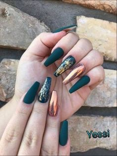 Champagne matte nails with gold foil - Nägel kunst - Uñas Best Acrylic Nails, Acrylic Nail Designs, Autumn Nails Acrylic, Gold Nail Designs, Acrylic Art, Solid Color Nails, Nail Colors, Nude Color, Sinful Colors