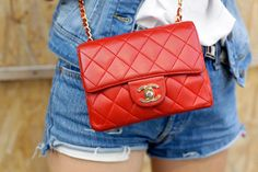 Image uploaded by ecate_ccc. Find images and videos about fashion, style and red on We Heart It - the app to get lost in what you love. Baby Chanel, Chanel Mini, Coco Chanel, Chanel Wallet, How To Make Handbags, Red Bags, Chanel Handbags, Cloth Bags, Vintage Chanel