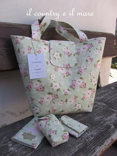 Country Print Tote and accessories Love Sewing, New Job, Beautiful Bags, Purses And Bags, Patches, Reusable Tote Bags, Fabric, Handmade, Crafts