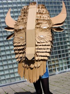 Making faces @ WDKA Illustration. 40 Students made cardboard sculptures.