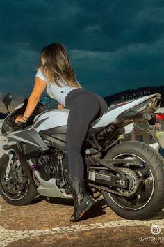 Dirt Bike Girl, Bicycle Girl, Harley Davidson, Biker Chick, Biker Girl, Mädchen In Leggings, Motard Sexy, Women Riding Motorcycles, Chicks On Bikes