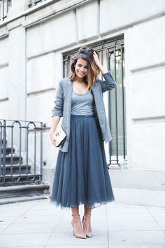 Grey tulle skirt with grey blazer Grey Tulle Skirt, Midi Skirt, Tulle Skirts, Skirt Outfits, Chic Outfits, Fashion Outfits, England Mode, Mode Lookbook, Skirt Images