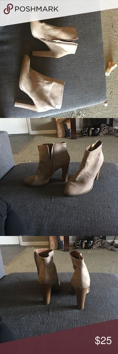 Stylish booties Ankle booties, only worn once! Light tan color Shoes Ankle Boots & Booties