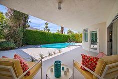 Stile affascinante e innovativa della Deepwell casa in California.  foto del giardino interno