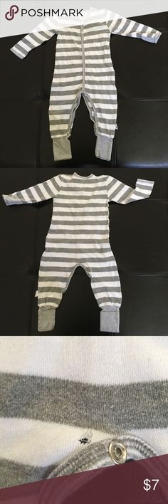 Baby pajamas Burt's bees organic baby pajamas. Size 6-9 months. Great condition. Very small tear in back by button Burt's Bees Baby Pajamas Pajama Sets