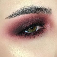 """488 Likes, 16 Comments - Lauren (@meowkeup) on Instagram: """"Cranberry grungy eye I'm using @jeffreestar Courtney, Confession, Vanity and China White,…"""""""