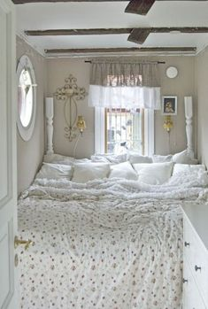 Family bed inspiration: Twelve gorgeous bedrooms - The Parent Collaboratory - Wohnen - Bedroom Nook, Small Room Bedroom, Modern Bedroom, Bedroom Decor, Master Bedroom, Contemporary Bedroom, Bed Room, Bedroom Ideas, King Size Bed In Small Room
