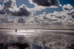 This photo of Saunton Sands Beach was taken by Pete Aighton Devon Uk, North Devon, Life Is Beautiful, Beautiful Places, England Beaches, Beach Villa, Photo Competition, British Isles, Holiday Destinations