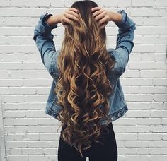 These tips for achieving beautiful hair are amazing! Whether your hair is color-treated, curly, straight or wavy, these 10 tips for achieving beautiful hair will definitely help with those dry damaged strands! Love Hair, Great Hair, Gorgeous Hair, Amazing Hair, Curly Hair Styles, Natural Hair Styles, Pretty Hairstyles, Easy Long Hairstyles, Brunette Hairstyles