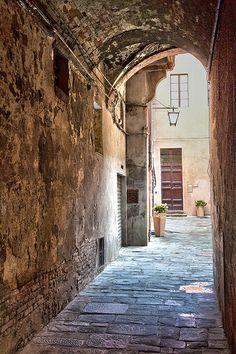 Vicolo in Siena, Italy