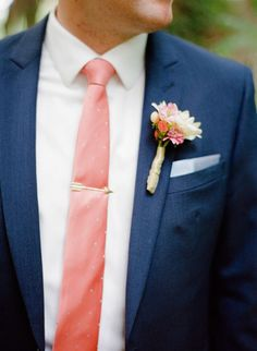 A fun modern wedding | It girl weddings navy suit with coral tie and gold arrow tie stay http://itgirlweddings.com/a-fun-modern-wedding/