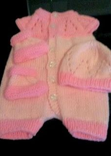 Top Down Romper Suit - Marianna / Lisa King Maclean Small / Early Newborn This adorable little romper suit was knitted by Lisa Kin. Baby Cardigan Knitting Pattern Free, Baby Romper Pattern, Baby Hats Knitting, Baby Knitting Patterns, Baby Patterns, Free Knitting, Knitted Baby Outfits, Knitted Baby Clothes, Baby Doll Clothes