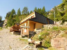 Piemonte - Rifugio De Alexandris-Foches al Laus - vallone di San Bernolfo, nell'alta valle Stura di Demonte, in comune di Vinadio, nelle Alpi Marittime a 1910 m s.l.m., quasi sulla sponda del lago di San Bernolfo.