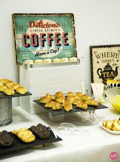 Mesa decorada pra un desayuno empresarial