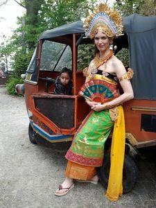Danseres in Taman Indonesia; Aafke de Jong