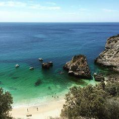Praia Ribeiro do Cavalo, Sesimbra. Portugal Portugal Travel, Lisbon Portugal, European Vacation, Sandy Beaches, Algarve, Cabo, Places To Go, Surfing, Spain