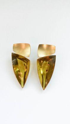 Gold Ohrstecker - grüne Bernstein Ohrstecker 750 Gold schmuckaward  - ein Designerstück von Black-Lotus-by-Vera-Kreuzer bei DaWanda