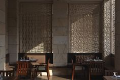 Amman New Delhi -Poolside cafe by Kerry Hill Restaurant Lounge, Restaurant Interior Design, Cafe Interior, Minimalist Architecture, Interior Architecture, Kerry Hill Architects, Chinese Interior, Space Interiors, Hotel Lobby