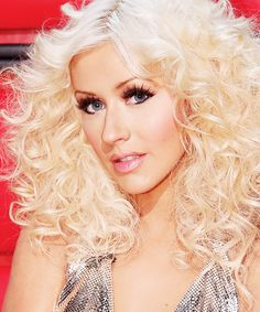 Christina Aguilera - my hair used to be like this, I wish I could get it to do it again, without the rat's nest