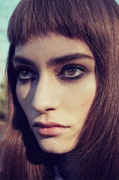 black eyeliner for brown eyes
