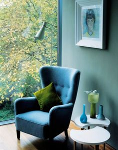 studio number 19: Blue chair, green nature.