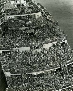 The liner «Queen Elizabeth» bringing American troops into NY Harbor at the end of WWII, 1945 buff.ly/2eSkF7w