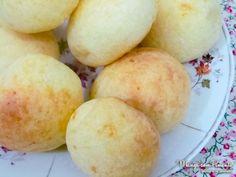 Pão de Queijo, porque todo mundo gosta desta delícia mineira. Clique na imagem para ver a receita no blog Manga com Pimenta.
