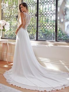 背中のレースが美しいウエディングドレス |女装で美魔女になる中高年の方法