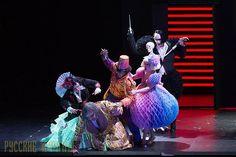 «Севильский цирюльник» на сцене «Лирики Скини» в Афинах http://feedproxy.google.com/~r/russianathens/~3/k7AFmNCMc3I/20264-sevilskij-tsiryulnik-na-stsene-liriki-skini-v-afinakh.html  «Севильский цирюльник» Джоаккино Россини на сцене Национального Театра оперы и балета «Лирики Скини»18, 19, 22, 24, 25, 26 февраля и 3 и 5 марта 2017.