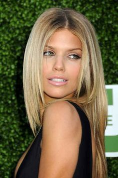 Love this color. Can't wait for bang grow up to be just a little longer. Yeah middle parts!