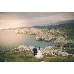 Asturias y sus espectaculares paisajes nunca te cansas. Iván y Eva en su postboda en Llanes  #postboda #boda #fotodeboda #fotografiaboda #fotografoasturias #Asturias #Llanes #acantilados #mar #cantabrico #paisaje #naturaleza #verde #landscape #portrait #wedding #wedphoto #wedpic #mountain #sea #ocean #green #nature #atardecer #ocaso #sunset #love