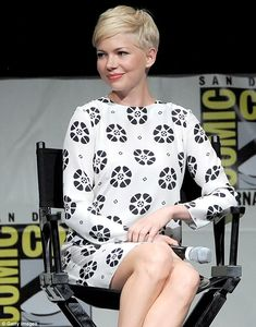 Michelle William's short hair, I like how it's styled here