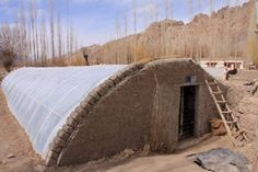Geres won an Ashden Award in 2009 for their work building solar greenhouses in Ladakh, India. Build A Greenhouse, Greenhouse Gardening, Underground Greenhouse, Wooden Greenhouses, Farm Plans, Aquaponics Fish, Aquaponics System, Urban Farming, Earthship