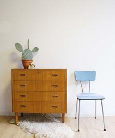 Vintage houten ladekast. Retro dressoir in Pastoe/Scandinavsch design stijl.