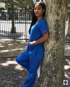 A Nurses Beauty can Motivate All of Us Back to Health. Beautiful Nurse, Beautiful Black Women, Nurse Pics, Nursing Goals, Nurse Aesthetic, Sexy Nurse, Nursing Clothes, Nursing Scrubs, Girl Outfits