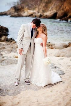 love this classic outfit for groom with relaxed shoes