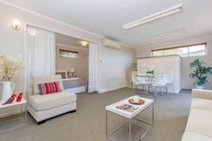 Greenlane Studio Auckland Greenlane Studio is set in Auckland, 1.6 km from Ellerslie Events Centre and 1.6 km from Ellerslie Racecourse.  Greenlane features free WiFi .  ASB Showgrounds is 2 km from Greenlane Studio, while Mount Smart Stadium is 2.1 km away.