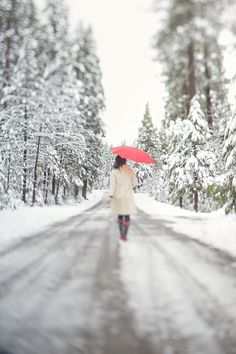 Love this idea for a winter photo of individual, couple, or child...Pearls for Paper » Blog