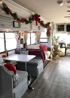It's an RV Christmas - Decorating for the Holidays Decorating Your Rv, Camper Decorating, Mobile Home Decorating, Trailer Decor, Rv Trailer, Trailers, Mobile Home Living, Rv Living, Home And Living