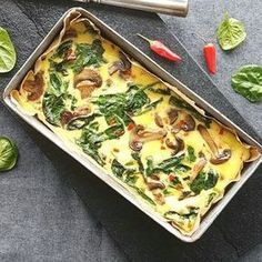 Omelet med spinat og champignon Lchf, Vegetarian Recipes, Healthy Recipes, Everyday Dishes, Food Crush, Dinner Is Served, Buffet, Recipes From Heaven, Food Inspiration