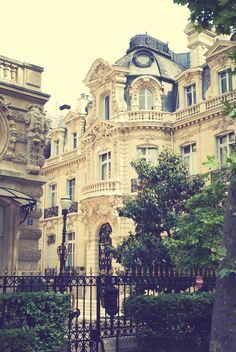 Parc Monceau, Paris, France. (by focalplane)