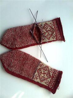 Knit Mittens, Knitting Socks, Knitting Needles, Knitting Designs, Knitting Patterns, Crochet Patterns, Thick Socks, Fair Isle Knitting, Knitting Accessories
