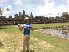 LACOTEC en Camboya: Angkor Wate es el templo más grande y el mejor conservado de los que integran el asentamiento de Angkor. Es considerado la mayor estructura religiosa jamás construida, y uno de los tesoros arqueológicos más importantes del mundo. Ubicado a 5,5 km al norte de la actual Siem Riep, en la provincia homónima de Camboya, forma parte del complejo de templos construidos en la zona de Angkor, la antigua capital del Imperio jemer durante su época de esplendor, entre los siglos IX y…