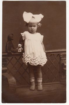 2 year old little girl with TEDDY BEAR and other toy 1930 Vintage Children Photos, Vintage Pictures, Old Pictures, Vintage Images, Old Photos, Old Teddy Bears, Vintage Teddy Bears, Photographs And Memories, Vintage Photographs