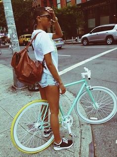 Ideas Fixie Bike Cities For 2019 - Fahrrad Velo Retro, Velo Vintage, Vintage Bikes, Fixi Bike, Bicycle Girl, Urban Cycling, Urban Bike, Women's Cycling, Cycling Jerseys